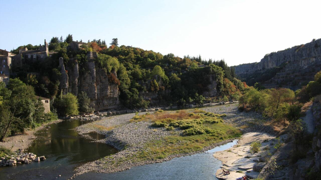 Un hameau coopératif dans le sud de l'Ardèche
