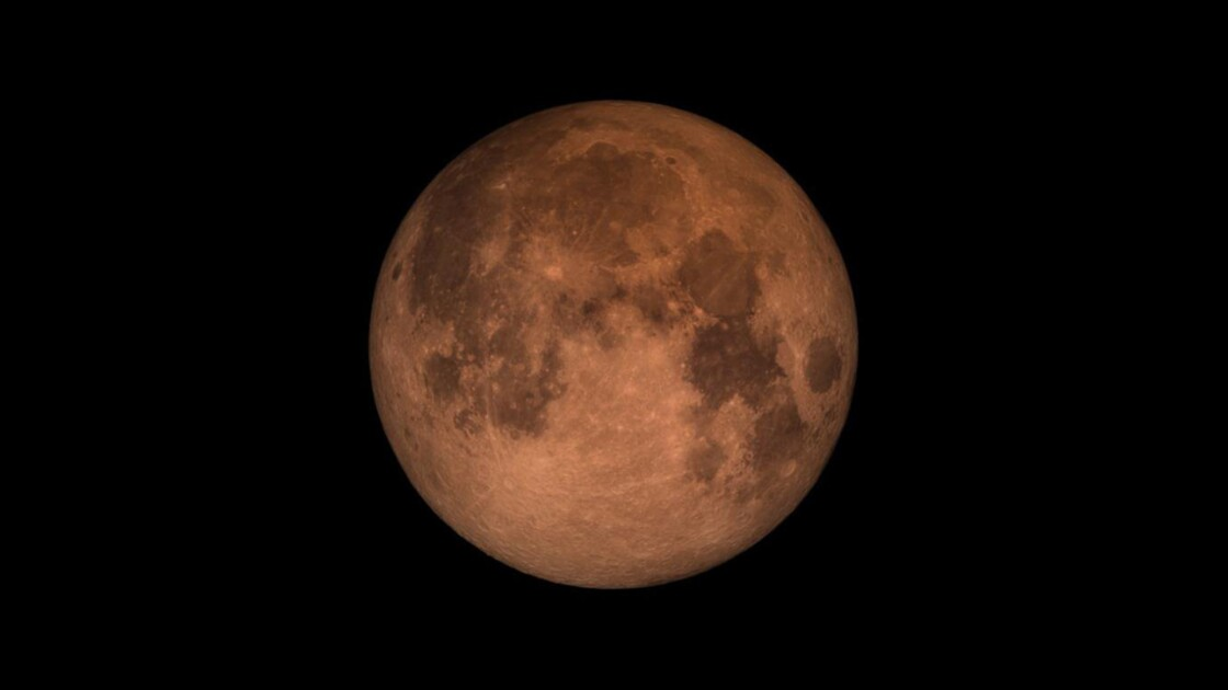 """Quand la """"super Lune bleue de sang"""" fait son show"""