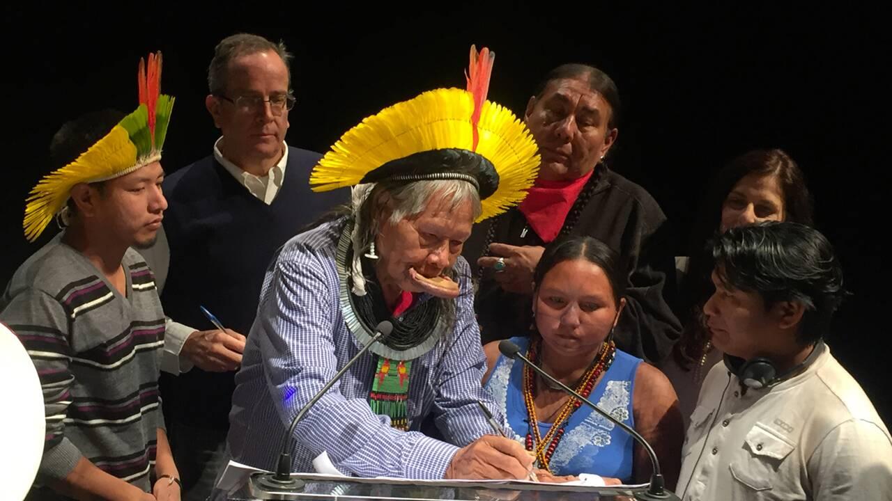 """""""Halte aux grands barrages en Amazonie"""", plaide le Cacique Raoni"""