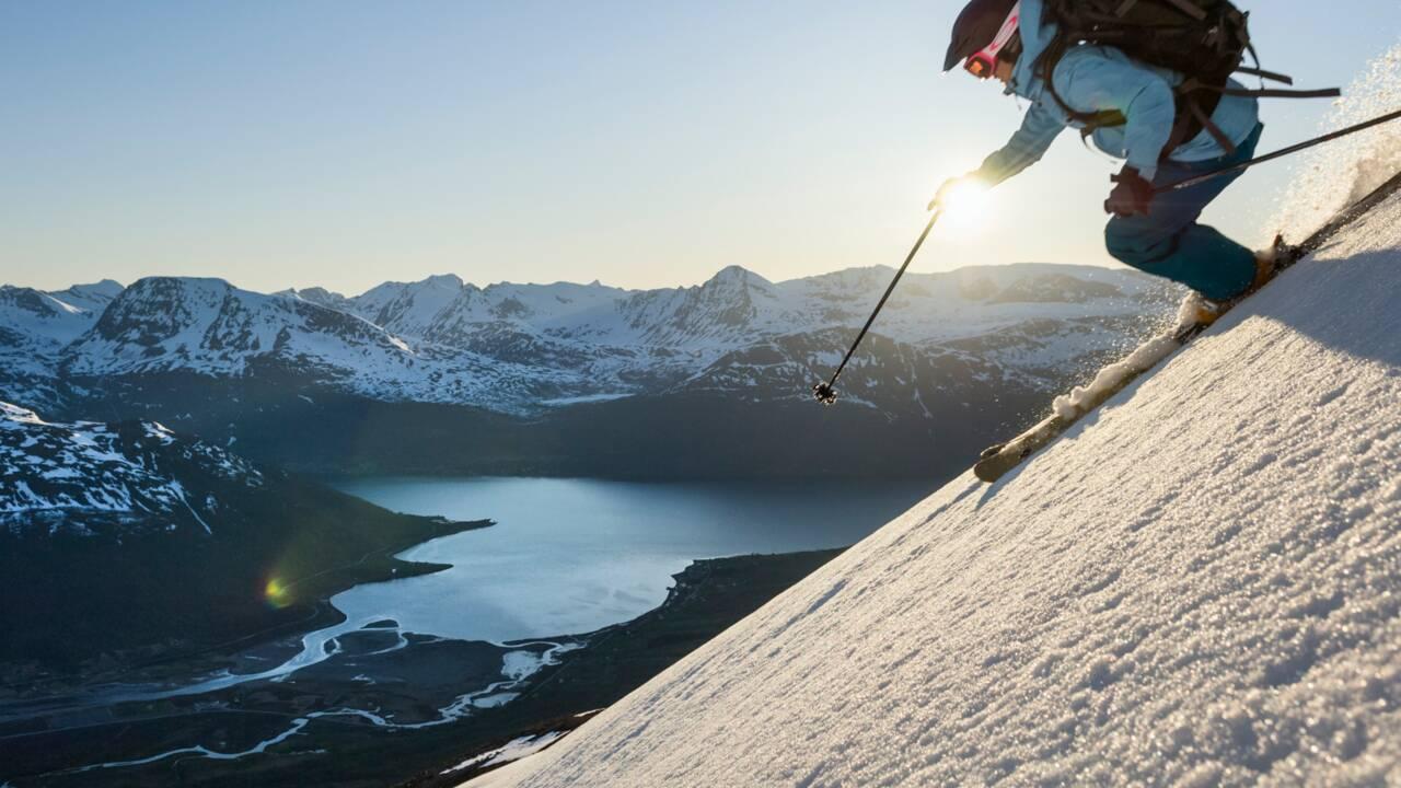 Norvège : Dans les Alpes de Lyngen, tout schuss à la lueur des aurores boréales