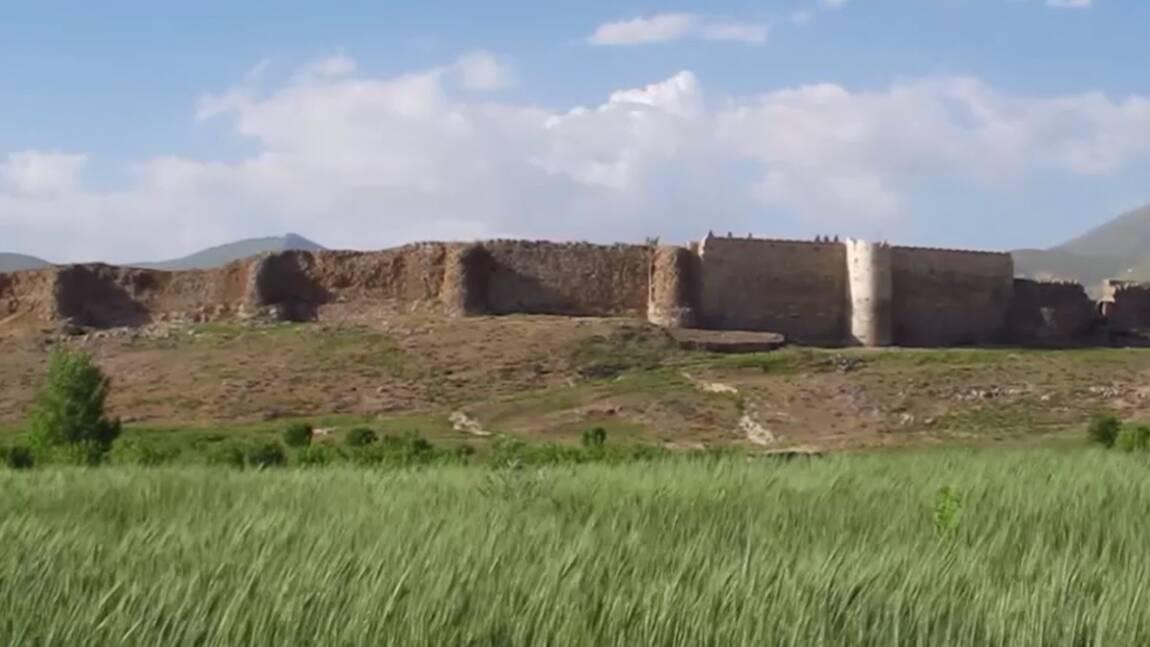 VIDÉO - Takht-e-Sulaiman, vestiges zoroastriens de l'ère sassanide (Making-of Iran 4/4)