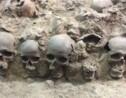 VIDÉO - À Mexico, un mur de crânes en plein centre-ville