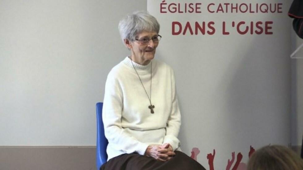 """Guérison """"miraculeuse"""": Soeur Bernadette face à la presse"""
