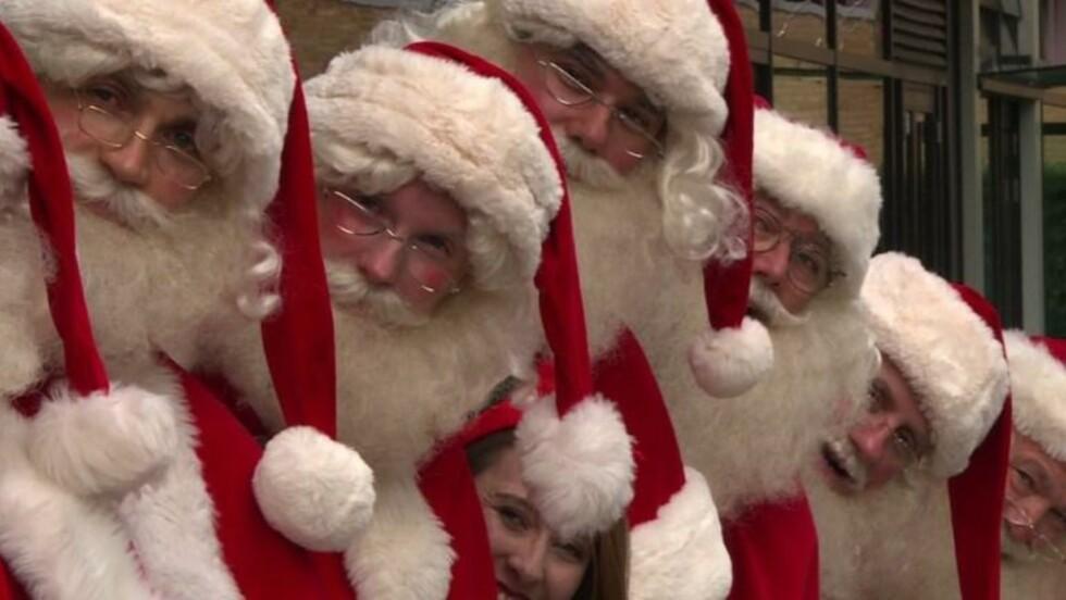 Londres: une école enseigne aux pères Noël l'art d'être magiques