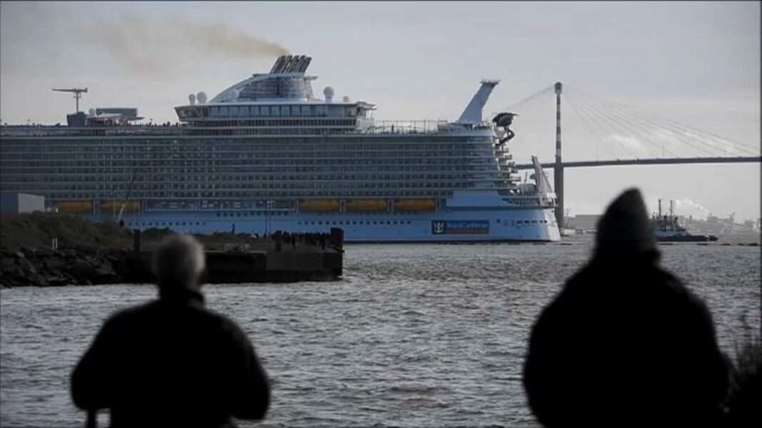 Saint-Nazaire: le plus gros paquebot au monde lève l'ancre