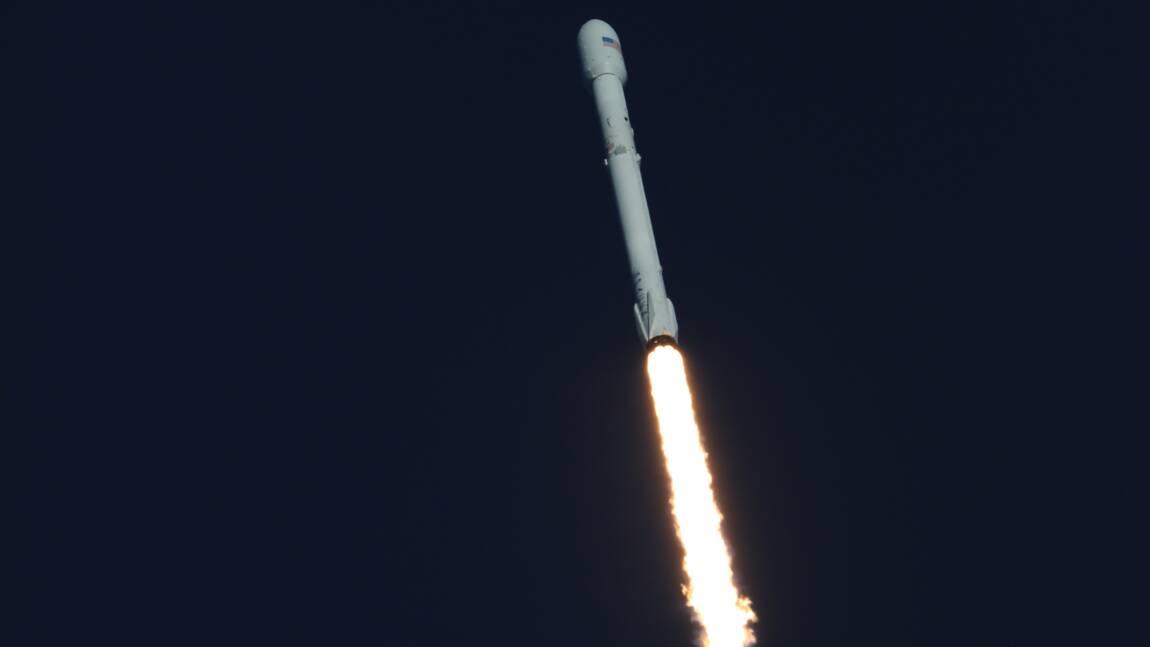 SpaceX lance avec succès sa plus puissante fusée Falcon 9