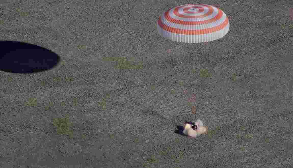 Retour sur Terre de trois astronautes de l'ISS avec un ballon pour le Mondial