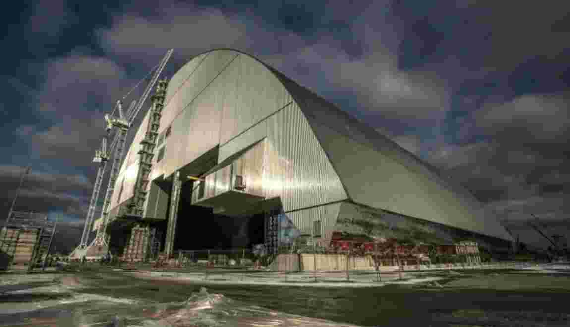 Le réacteur accidenté de Tchernobyl placé sous un dôme de confinement