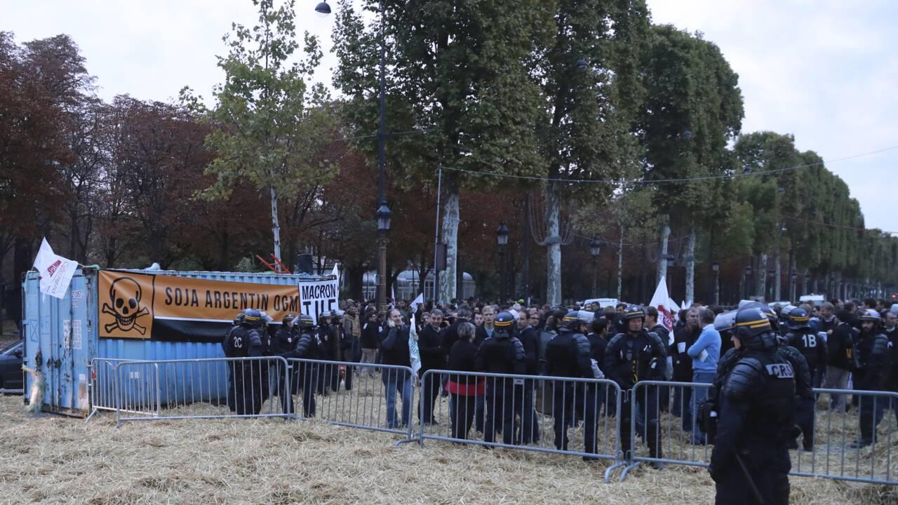 Des agriculteurs bloquent les Champs-Élysées pour défendre le glyphosate