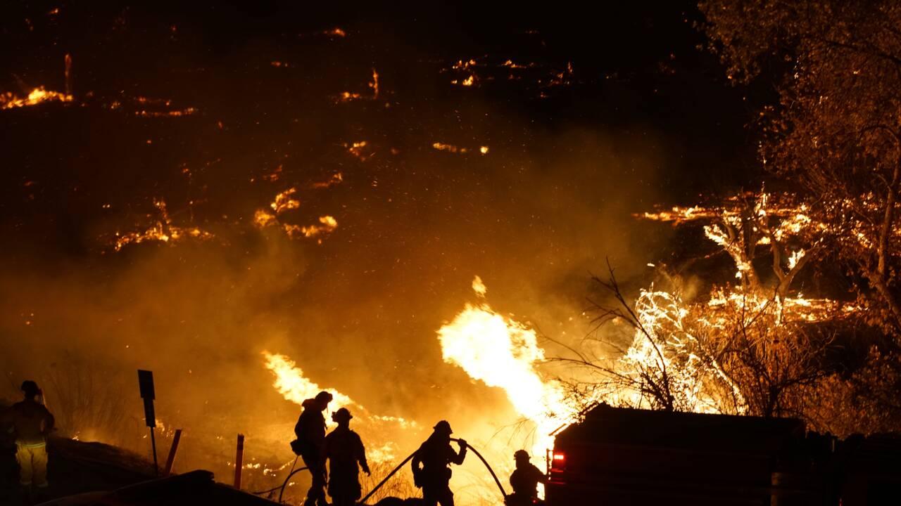 Les incendies s'étendent à travers la Californie attisés par des vents furieux