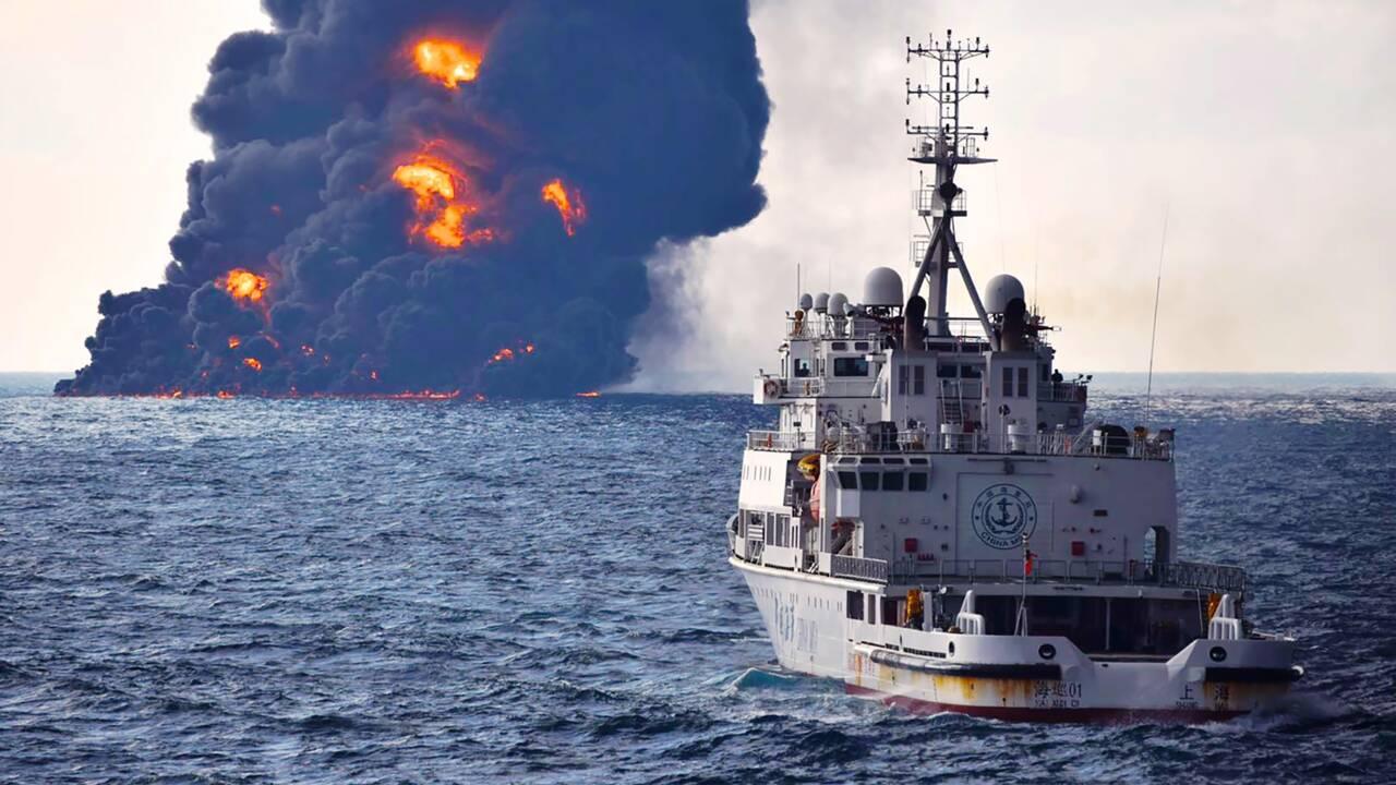 Naufrage d'un pétrolier iranien: gigantesque marée noire en mer de Chine