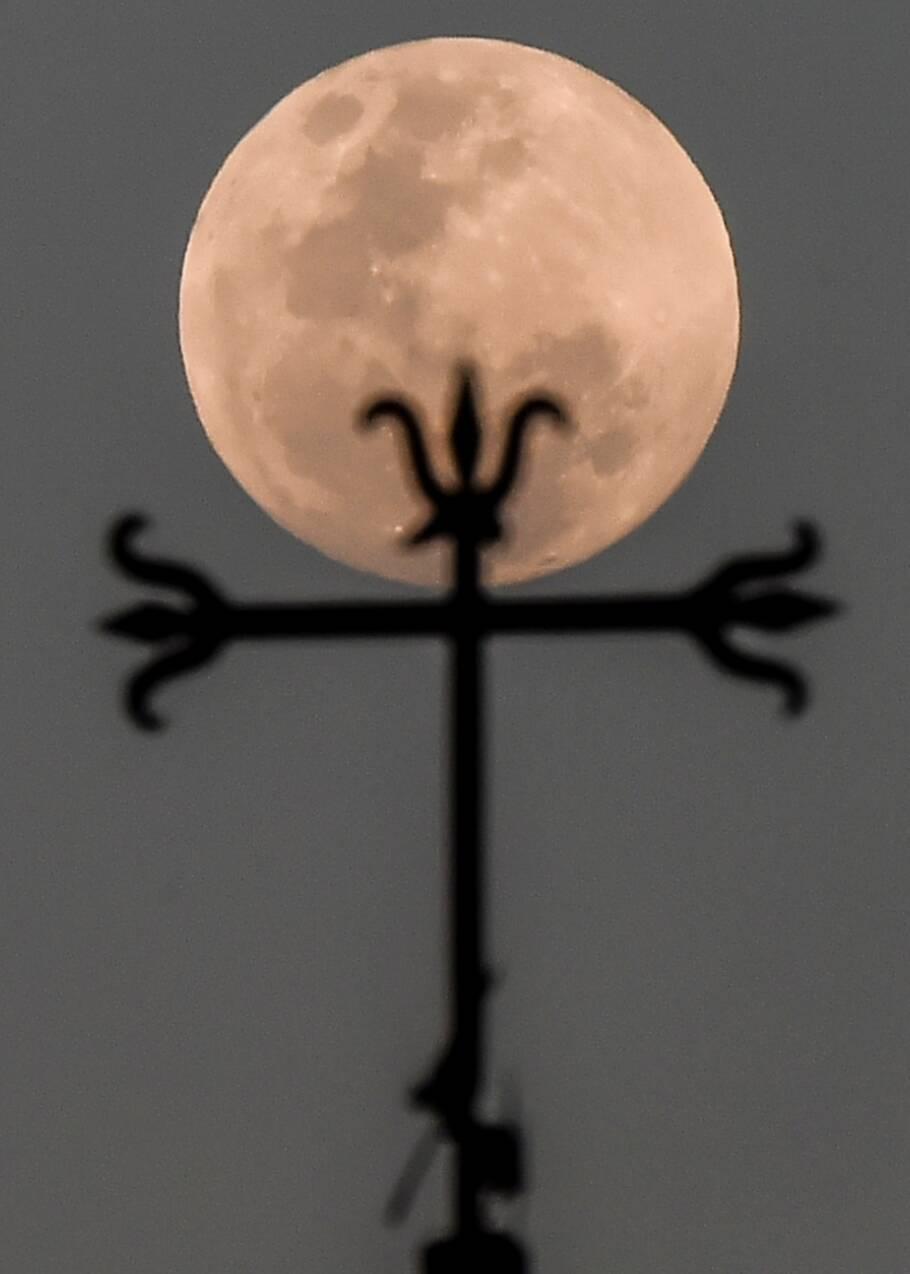"""Une """"Super Lune bleue de sang"""" fait son show mercredi"""