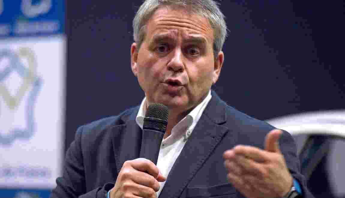 """Hauts-de-France: Xavier Bertrand dit """"stop"""" aux éoliennes"""