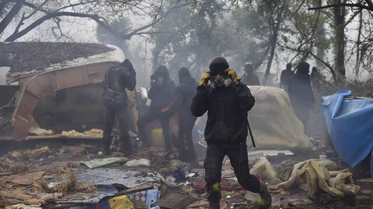 NDDL: des heurts plus violents au deuxième jour des expulsions