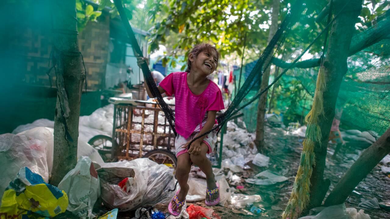 En Birmanie, des pionniers du recyclage en artisanat