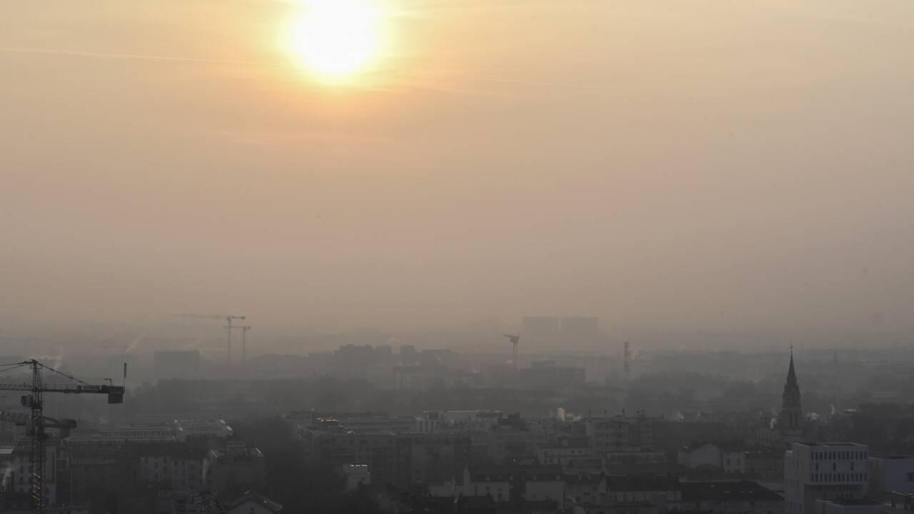 Transports propres: les zones les plus polluées de France devront s'engager d'ici 2020