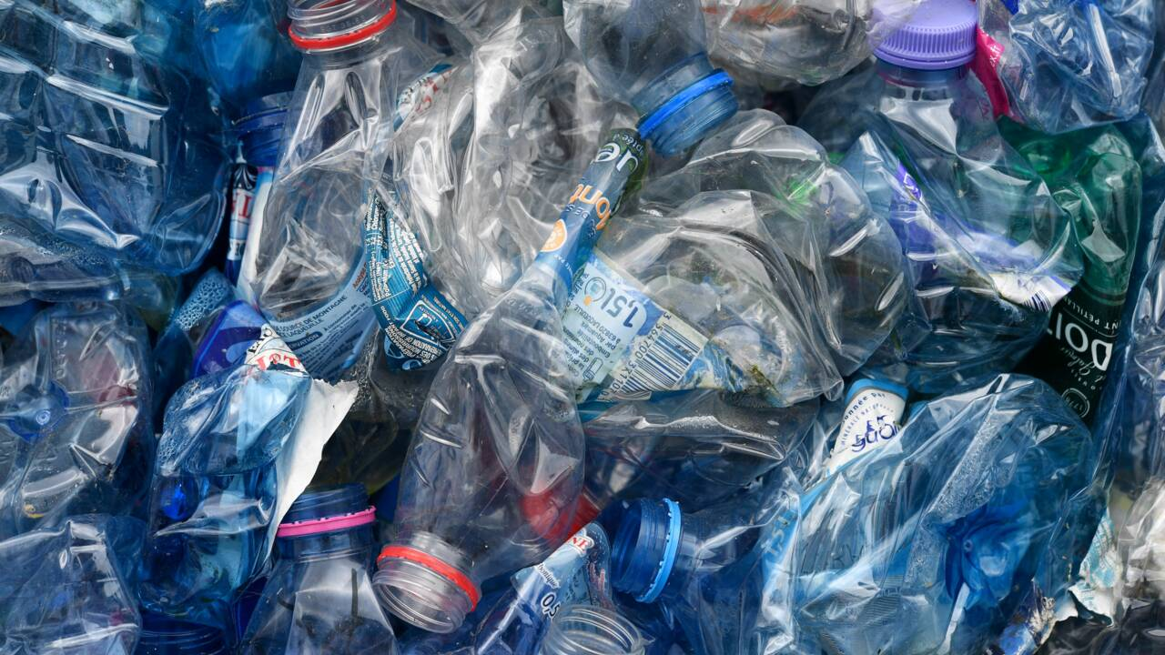 """Plastique : le gouvernement lancera en 2019 un """"bonus-malus"""""""