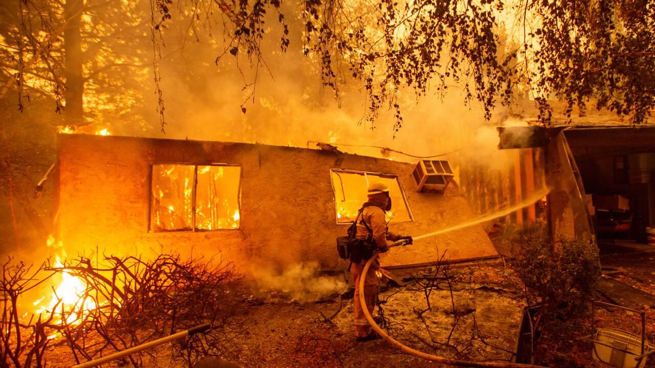 """L'incendie le plus meurtrier de Californie maîtrisé à """"100%"""""""
