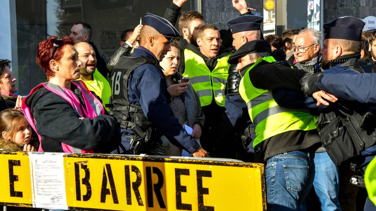 """J-1 pour les """"Gilets jaunes"""": le gouvernement entre fermeté et pédagogie"""