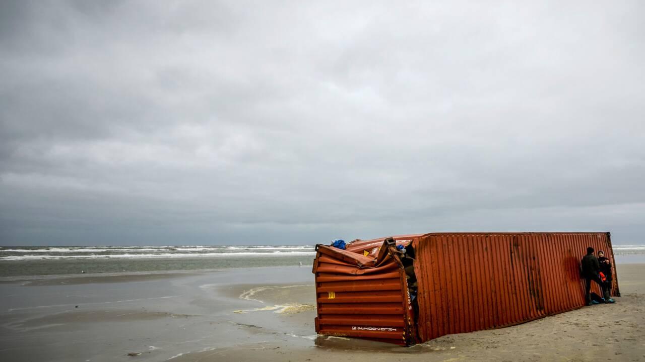 Conteneurs échoués aux Pays-Bas: le transporteur promet de payer le nettoyage