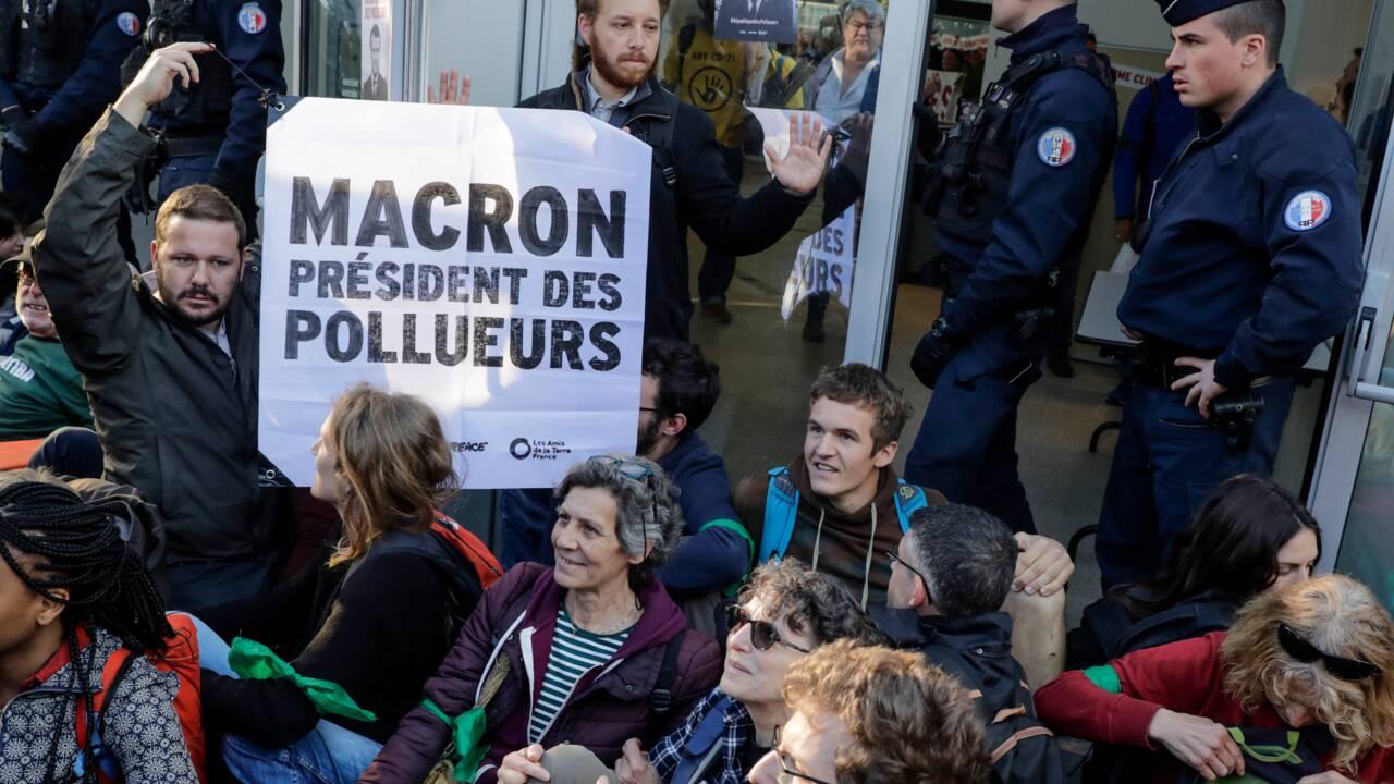 """Blocages à La Défense contre la """"République des pollueurs"""""""