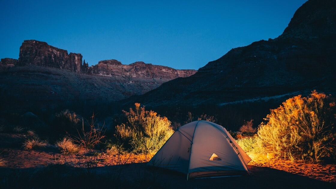 Bivouac et camping sauvage : quelles sont les règles à respecter ?