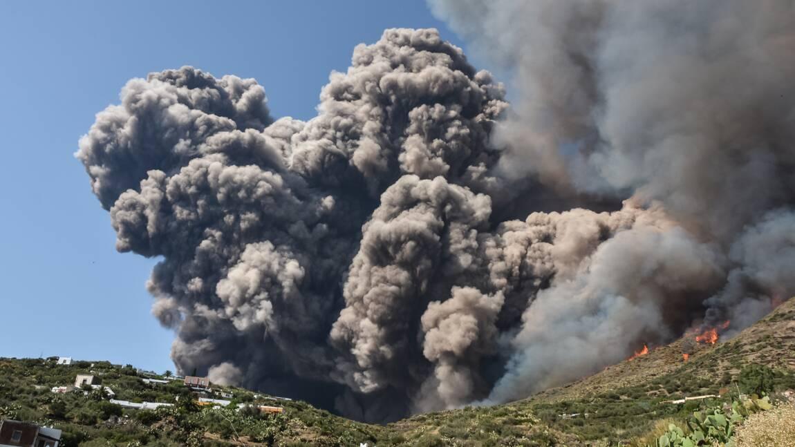 Nouvelle éruption du volcan Stromboli au large de la Sicile