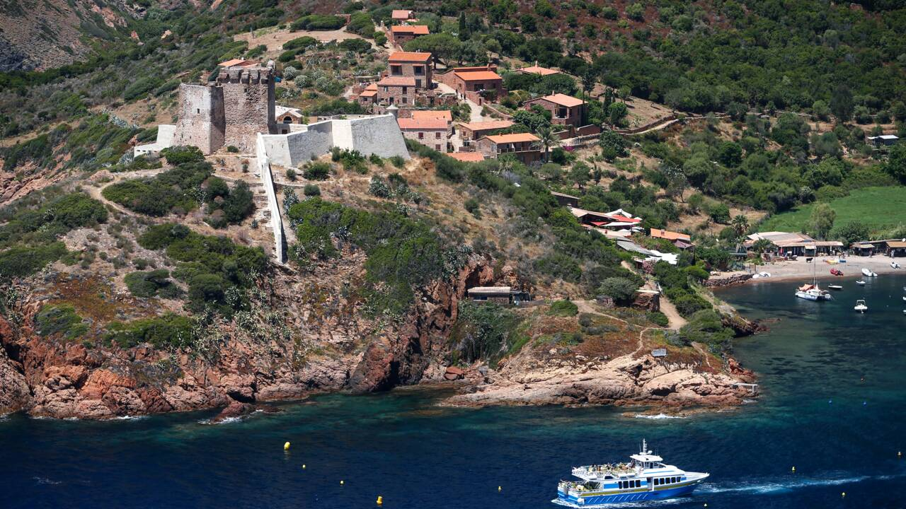 Corse : le difficile équilibre entre tourisme et écologie dans la réserve de Scandola