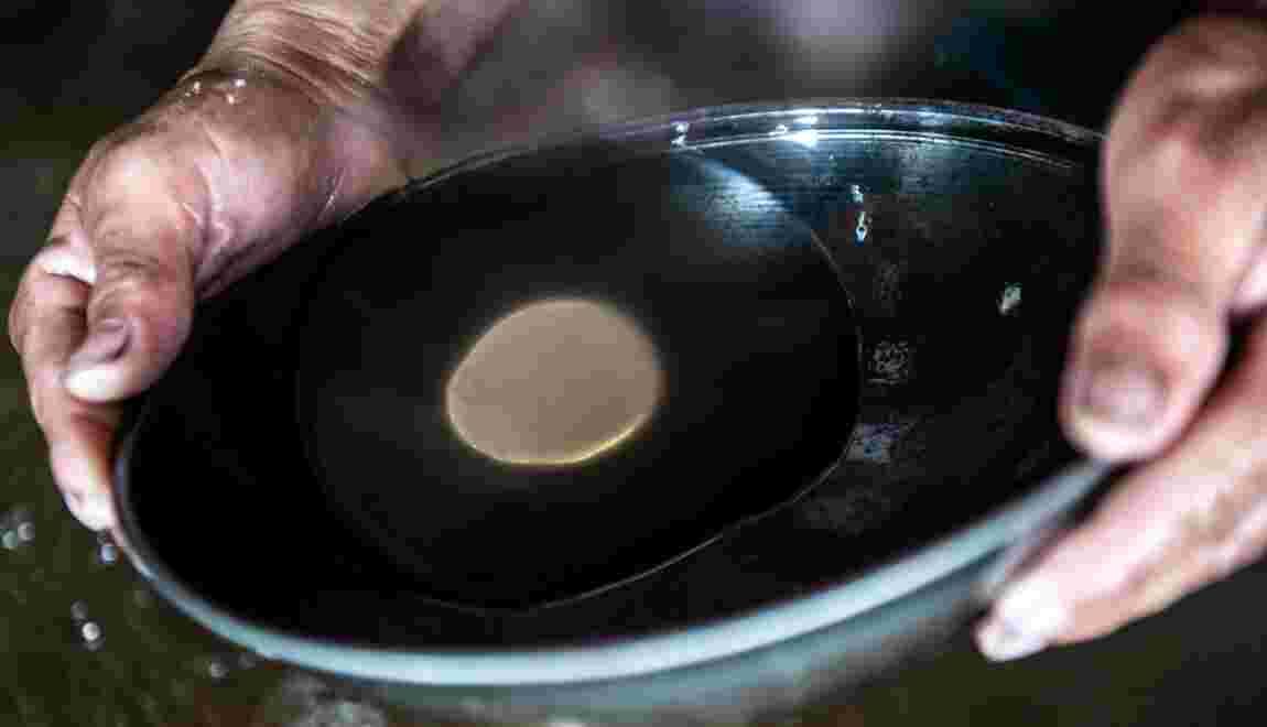 """De l'orpaillage polluant à l'émergence d'un marché de """"l'or propre""""?"""
