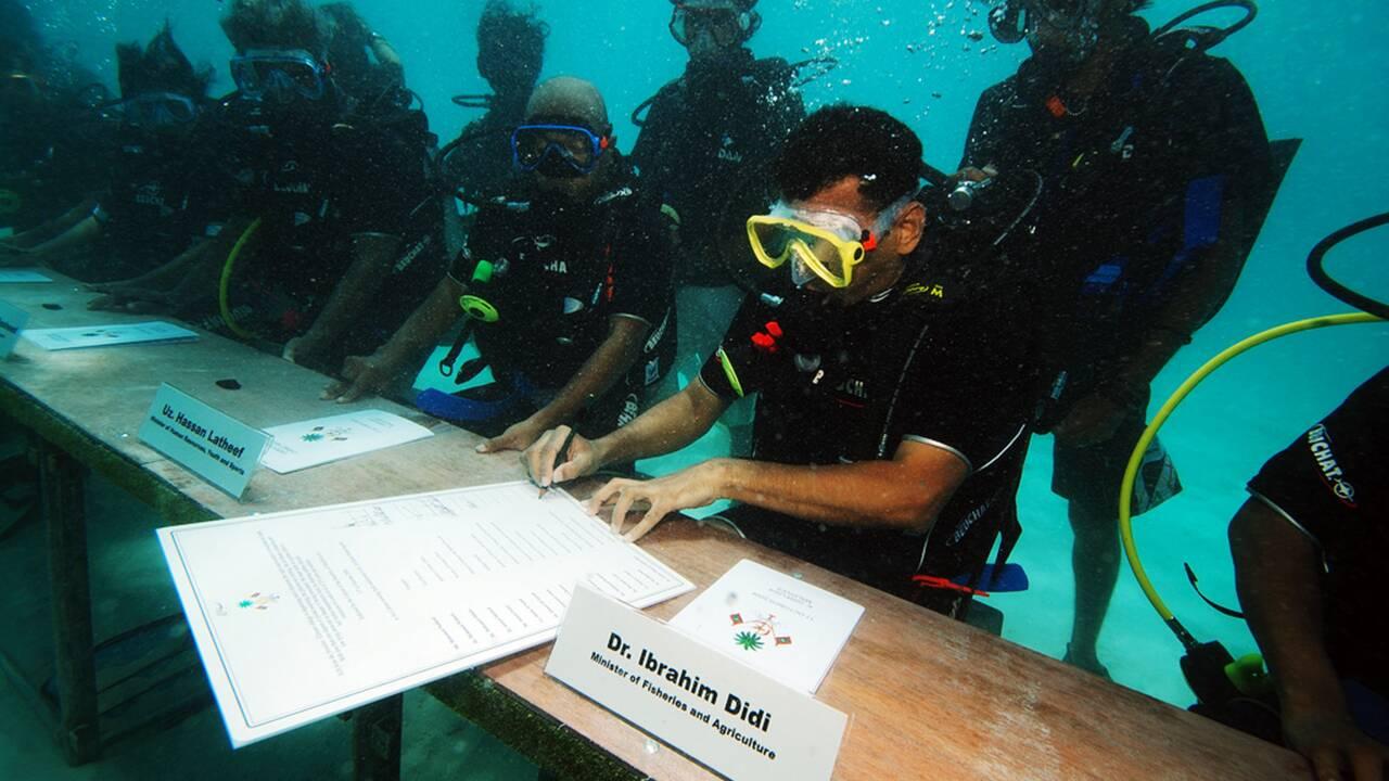 Les Maldives, un paradis touristique menacé par la montée des eaux