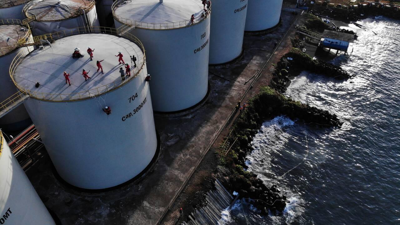 """Greenpeace """"occupe"""" une raffinerie d'huile de palme en Indonésie"""