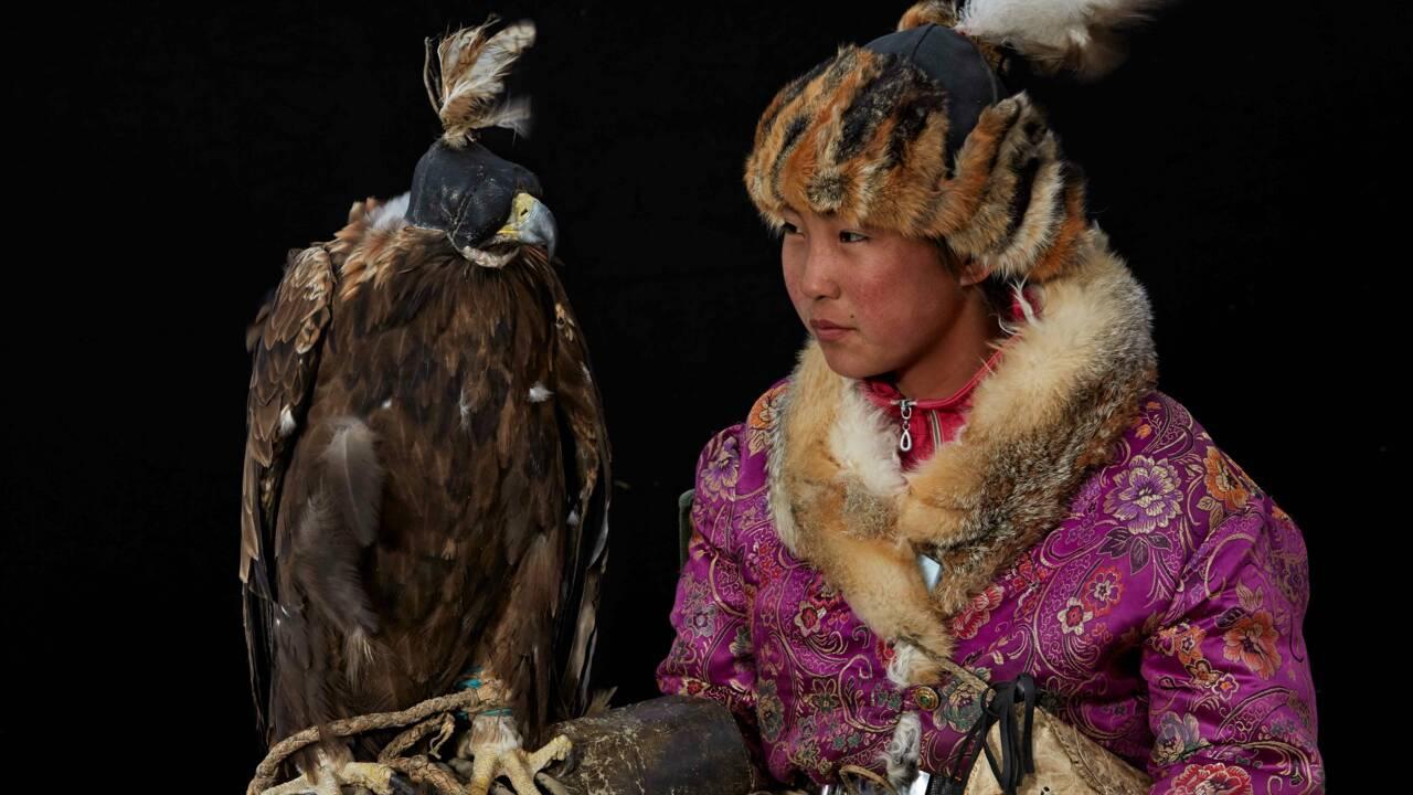 En Mongolie, la chasse à l'aigle royal se féminise