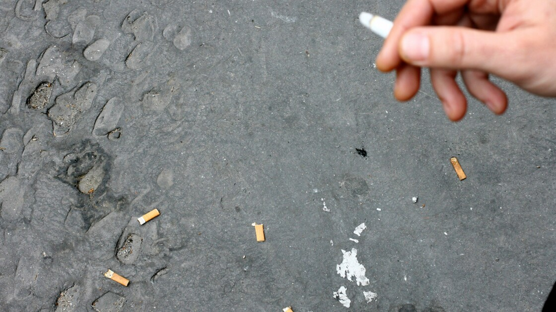 """Lutte contre la pollution des mégots: pas encore """"d'engagements chiffrés"""" des cigarettiers"""