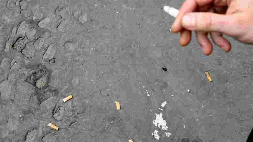 Mégots de cigarettes: la région de Bruxelles envoie la facture à l'industrie du tabac