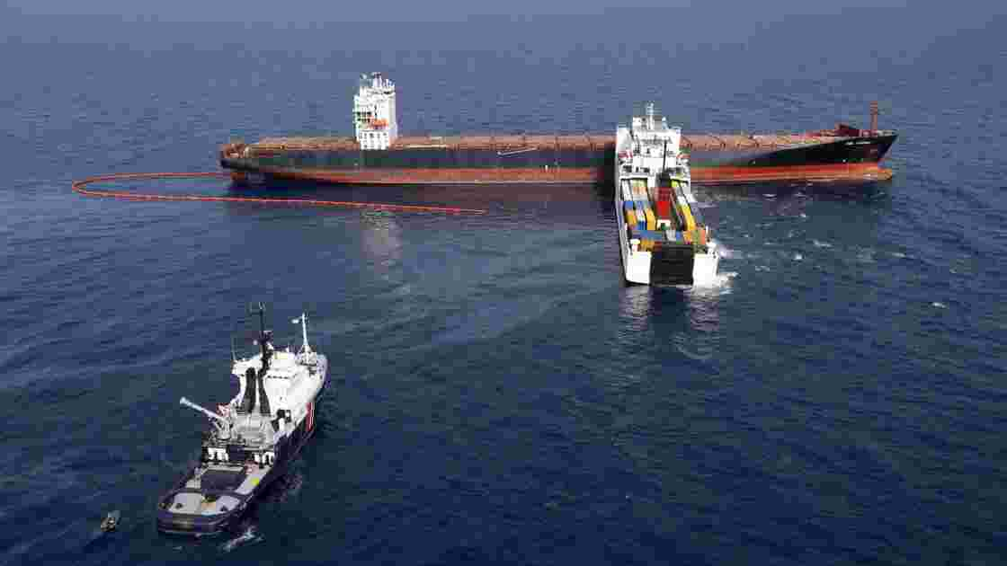 Collision au large de la Corse: du pétrole sur des plages de Saint-Tropez