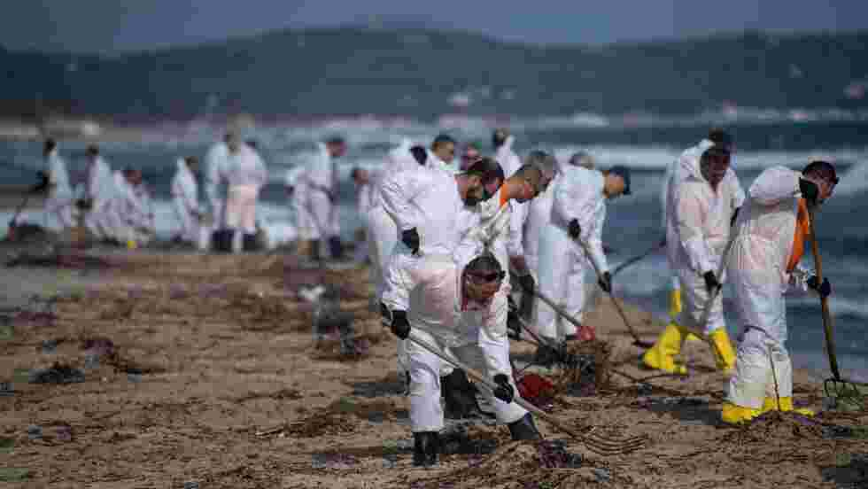 Pollution aux hydrocarbures: 37 plages du Var toujours touchées