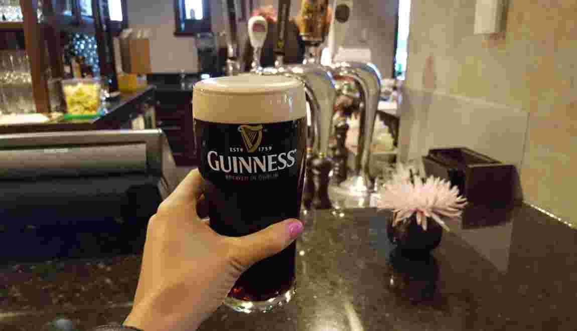 Tout savoir sur la Guinness, la bière brune préférée des Irlandais
