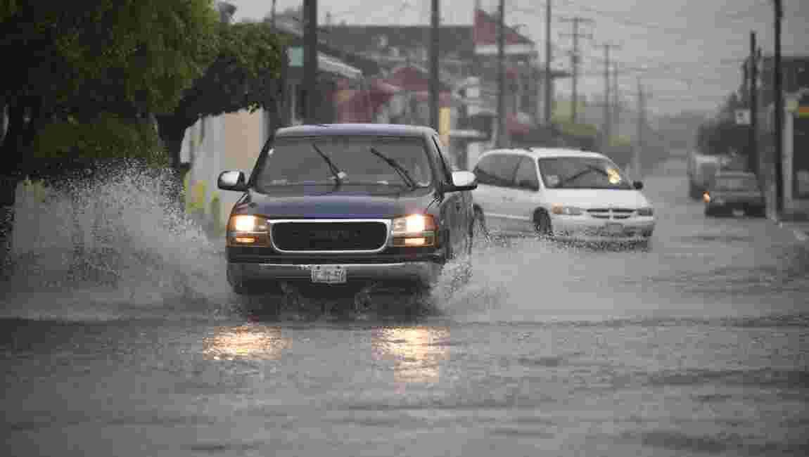 L'ouragan Willa, rétrogradé en catégorie 3, a touché les côtes mexicaines