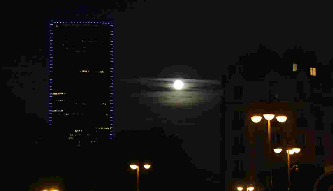 Pollution lumineuse: des commerces et bâtiments priés d'éteindre la lumière