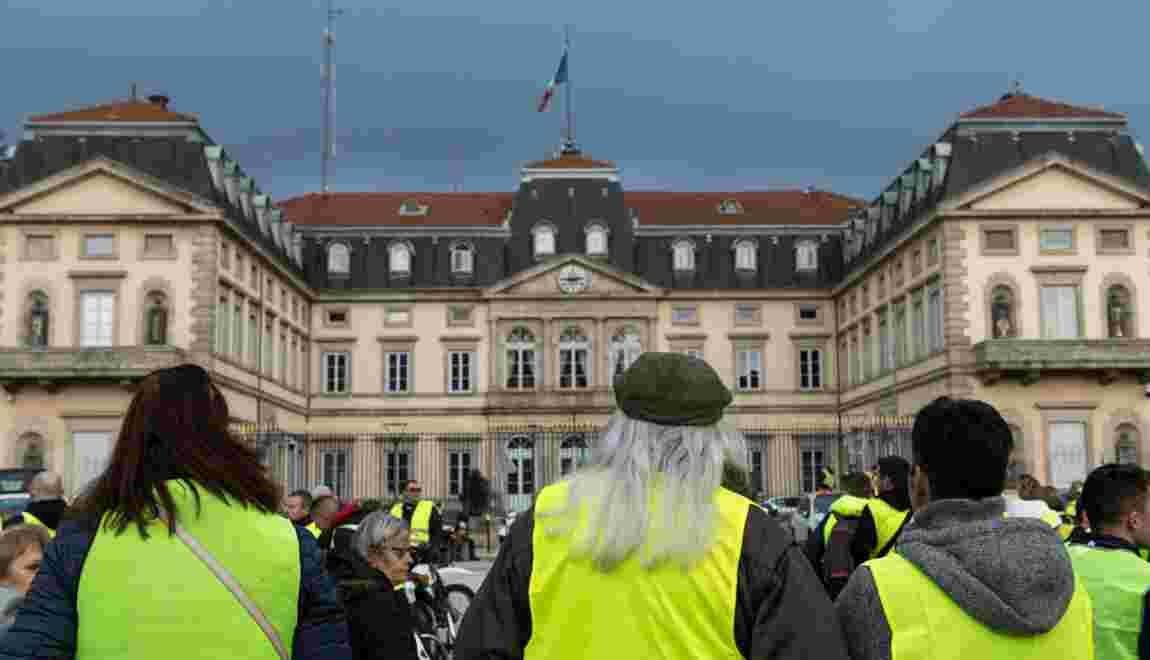"""""""Gilets jaunes"""": Philippe entend tenir son """"cap"""" malgré une mobilisation qui se poursuit"""