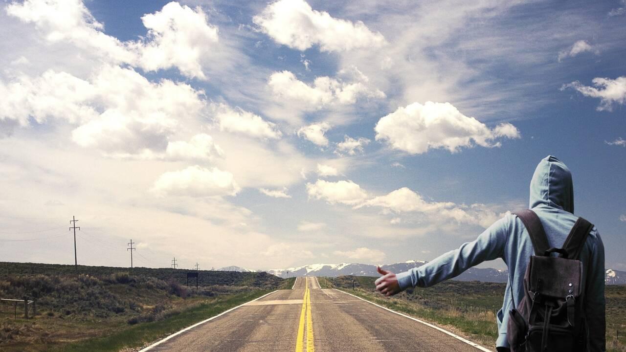 Auto-stop : les réglementations à travers le monde