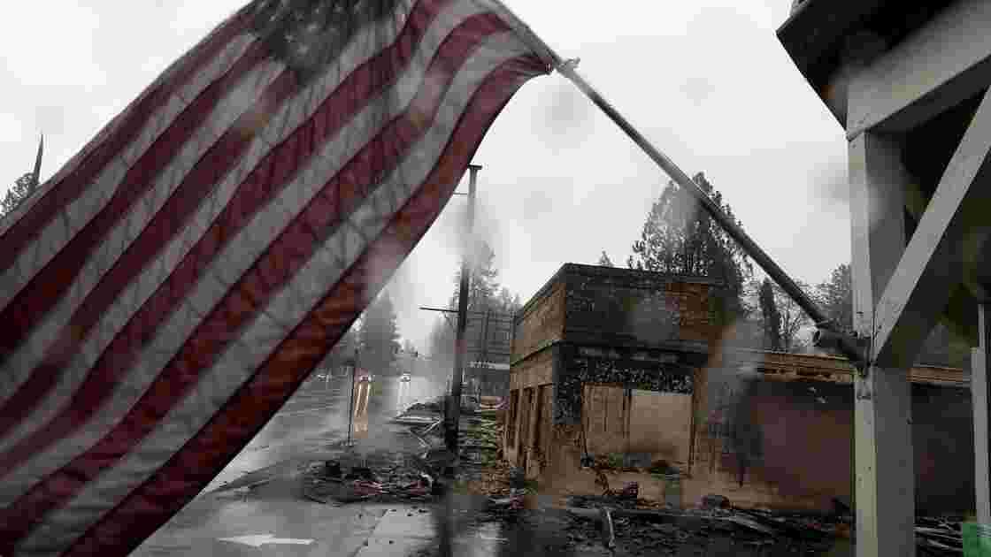 Incendies en Californie: le bilan monte à 83 morts, mais moins de disparus