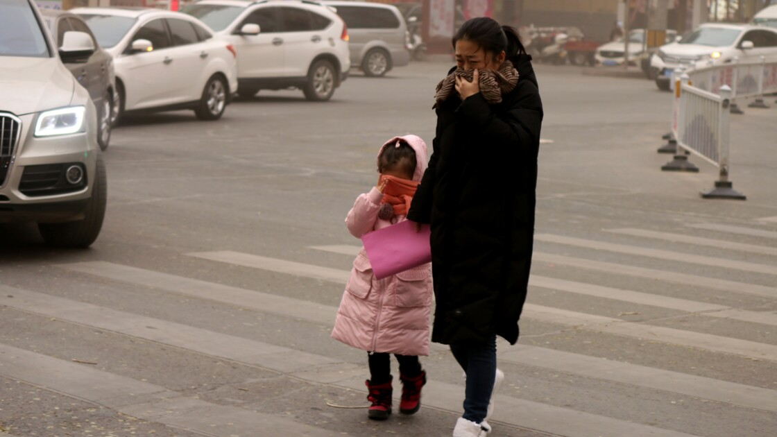 Chine: une ville frappée par une tempête de sable