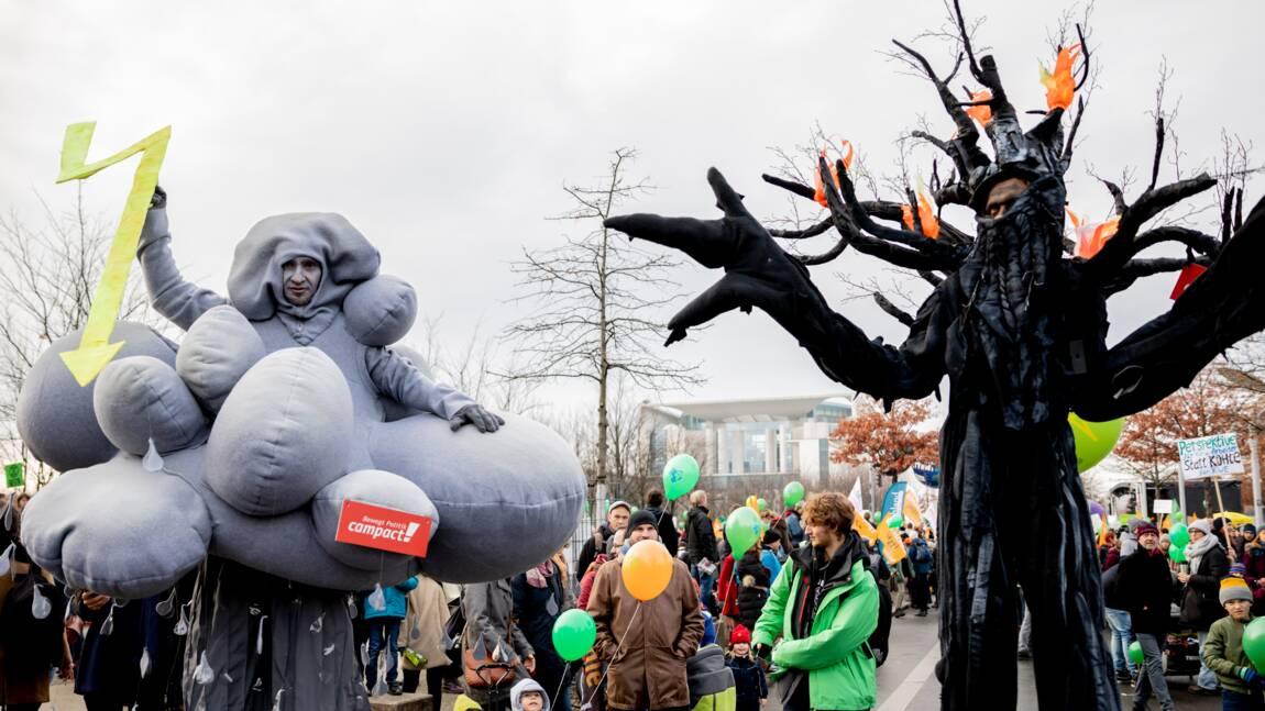 """Allemagne: des milliers de manifestants disent """"non au charbon"""""""
