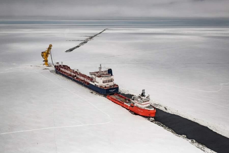 Des pétroliers à travers les glaces