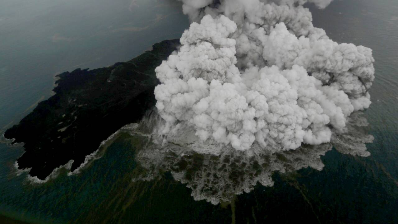 """L'enfant de Krakatoa"" gronde en Indonésie"