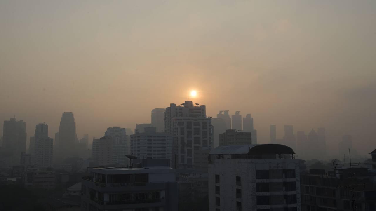 Des avions faiseurs de pluie pour chasser la pollution à Bangkok