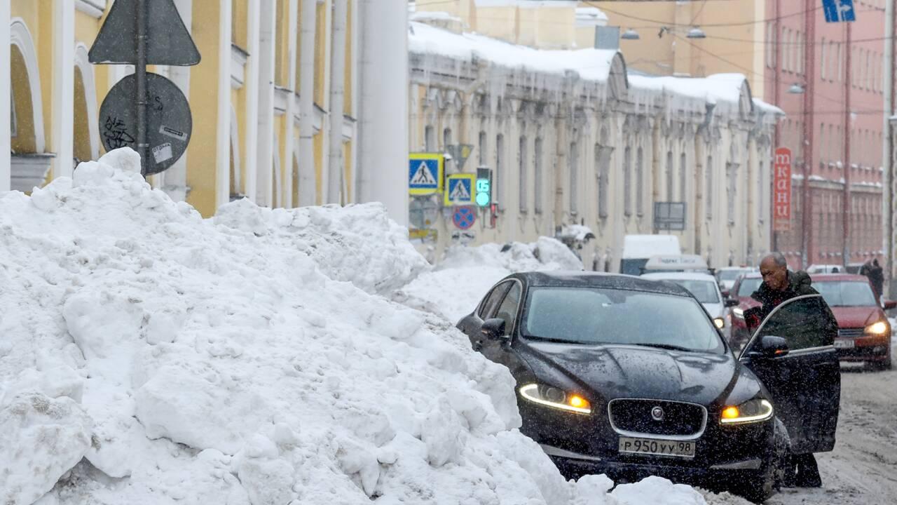 Russie : des chutes de neige record sèment la pagaille à Saint-Pétersbourg