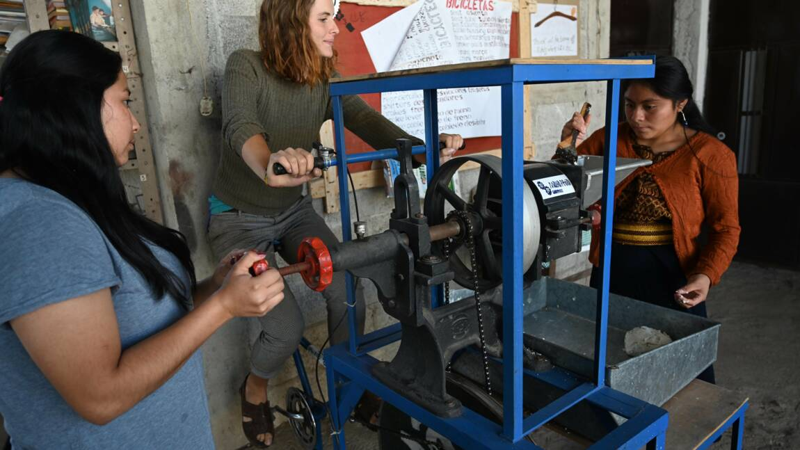 Des vélos recyclés en machines multi-usages par une communauté maya du Guatemala