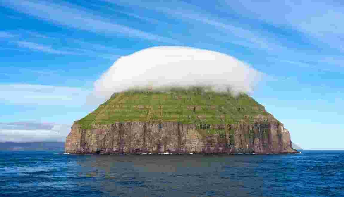 Ce petit îlot des Féroé possède son propre nuage